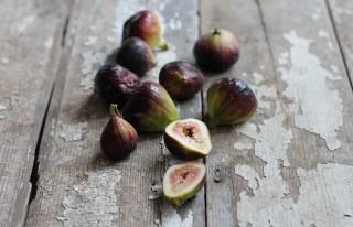 fig-zucchini-pasta-with-hemp-seed-crumble-figs-e1403560370411